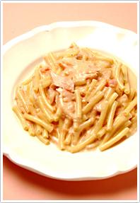秋鮭のトマトクリームパスタ