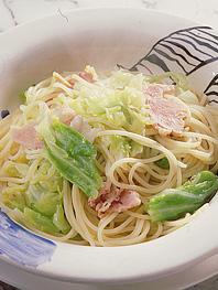 キャベツとハムのスパゲッティーニ